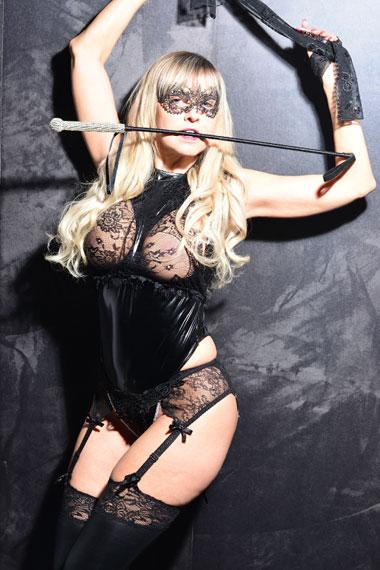 Stripperin als Domina buchen - Chantal-Strip.com